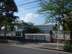 第四小学校 約150m