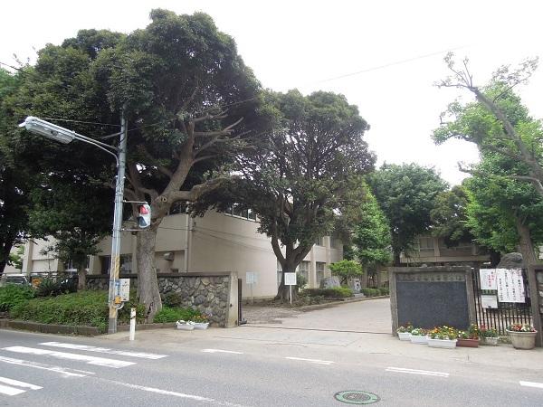 習志野第二中学校 約650m