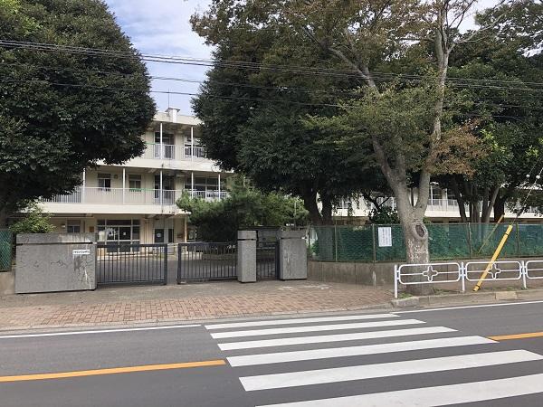 千草台中学校 約300m