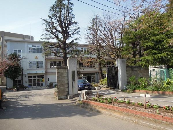 葛飾小学校 約550m